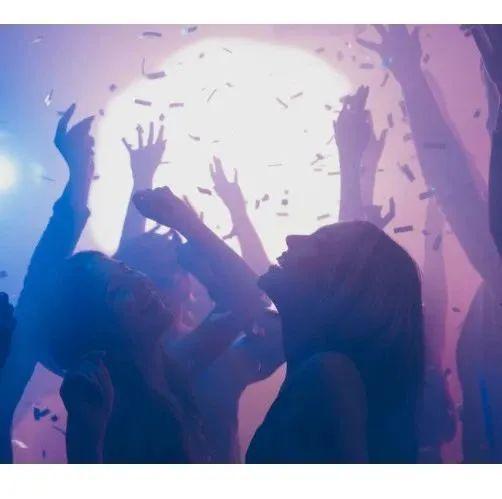 哭晕!加拿大留学生抽风开派对!一晚上被罚款8万3加币!