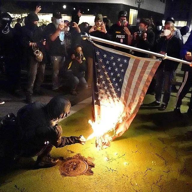 重磅 | 白宫要易主,惊现搬家卡车?美国多地发生暴乱!